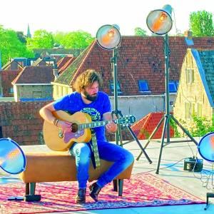 Kleine theaters van Overijssel lanceren videoclip met hoofdrol voor Hendrik Jan Bökkers