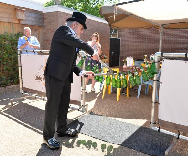 Toon de Nachtburgemeester heropent Café Olde Weghuis