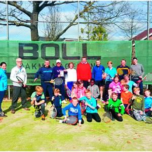 Oliebollen in de lente? Welkom bij het Oliebollentoernooi van Tennisvereniging Zuid Berghuizen!