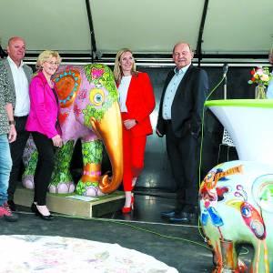 Kleurrijke olifantenparade nu van start
