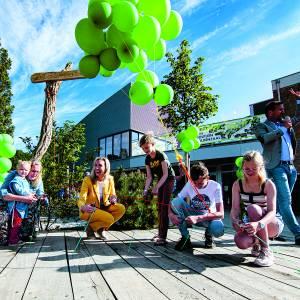 Basisschool De Leemstee opent eerste groene schoolplein van Oldenzaal