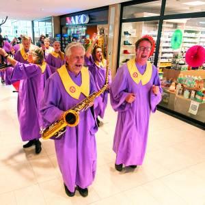 Opening hernieuwde winkelcentrum De Vijfhoek feestelijk begonnen