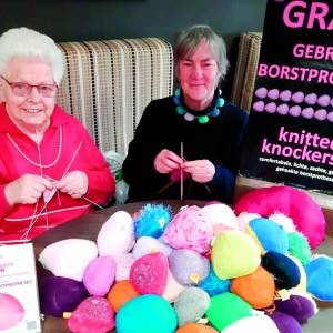 Oldenzaalse Lies Koster levert Knitted Knockers / Tricot Tieten